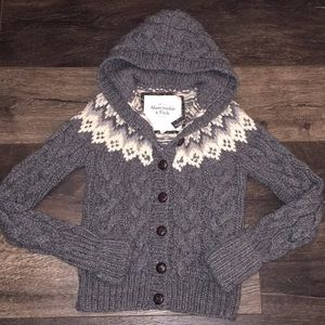 NWT Abercrombie & Fitch Grey White Knit Crochet